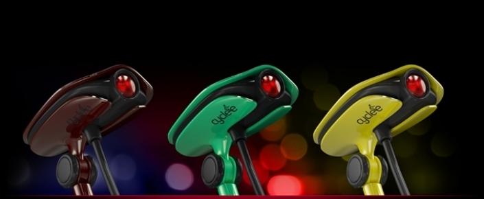 bisikletcinin-sirtina-sinyali-ve-cesitli-uyari-isaretlerini-aktaran-projektor-cyclee-705x290