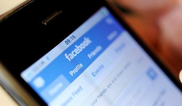 Facebook-on-a-Smartphone